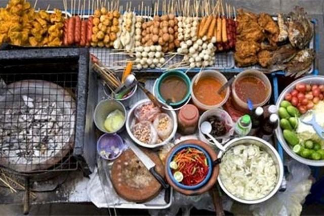 delicious-Vietnamese-food-at-Bangkok-night-market
