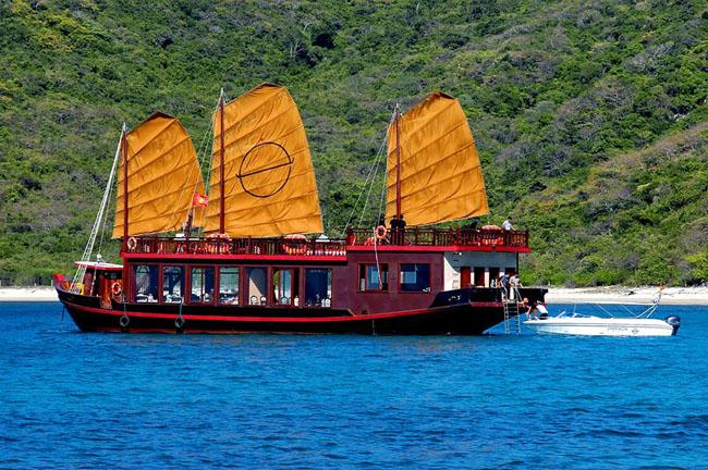 emperor cruise junk