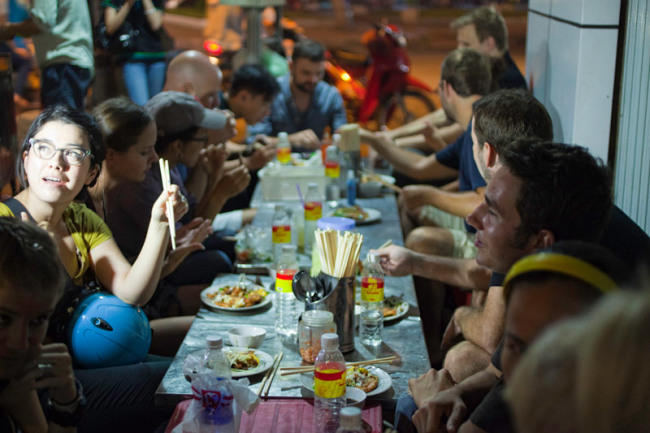 Saigon Street Food Taste - 3 hours Evening tour in Saigon