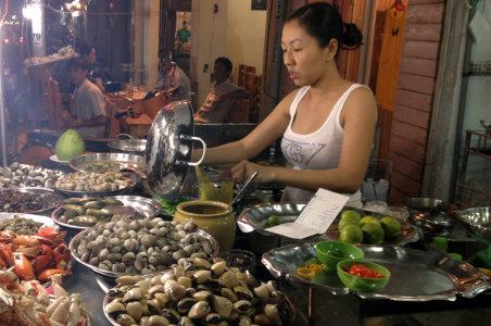 sea food saigon street eat
